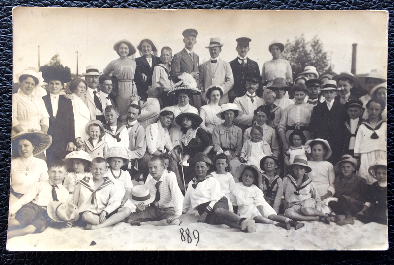 Project Postcard July 1912 - people on the beach
